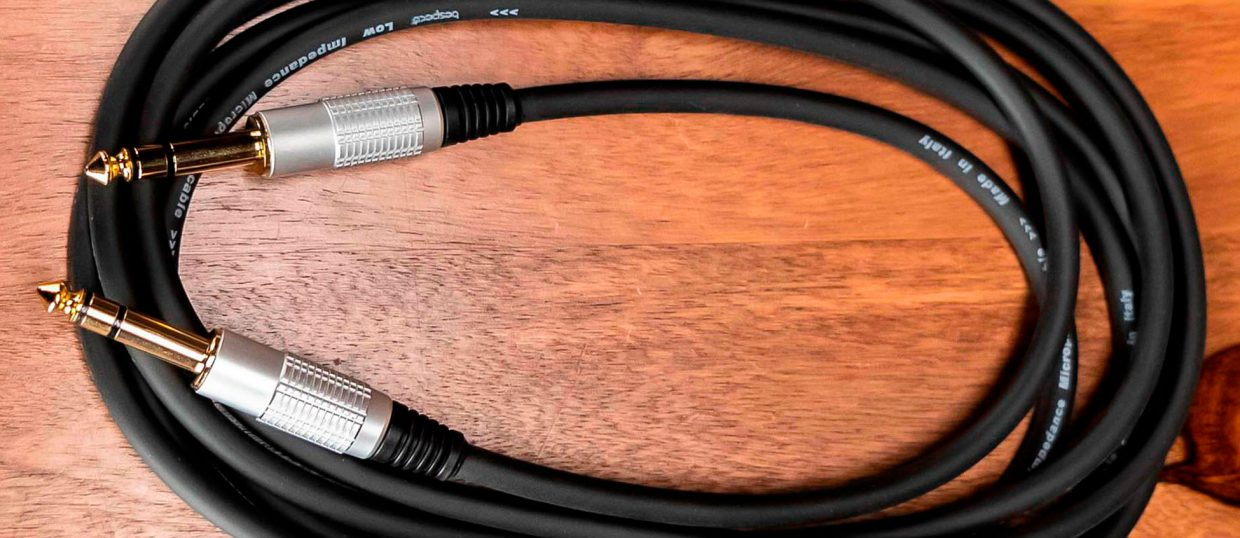 What type of cable is used for guitars?